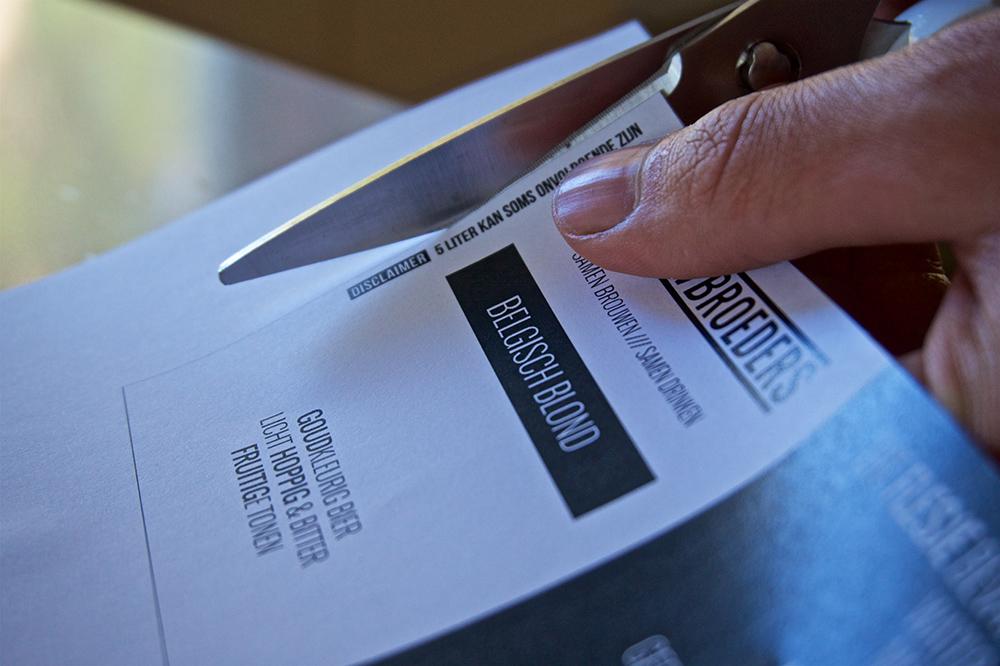 Knip je zelf ontworpen etiket uit